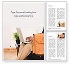 Business Concepts: Plantilla de Word gratis - persona que usa el cuaderno al lado del maletín de cuero marrón #15832