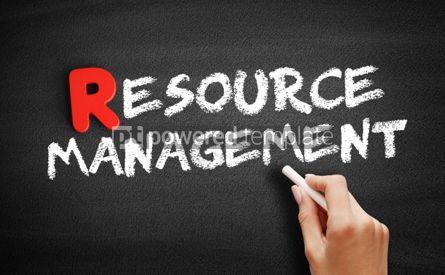 Business: Foto - texto de gerenciamento de recursos no quadro-negro #00289