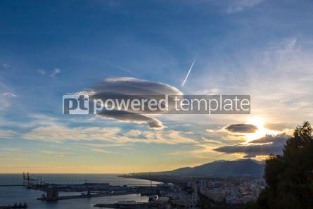 Nature: Large circular clouds (Altocumulus lenticularis duplicatus) in t #03090