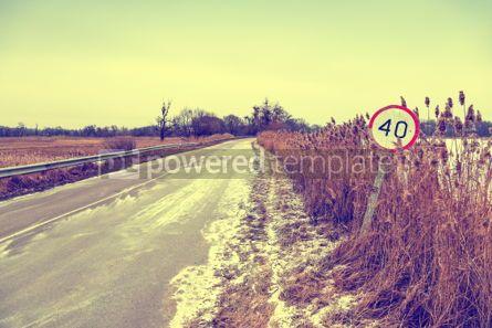 Nature: De Winterweg Met Oud Maximum Snelheidteken Foto #03317