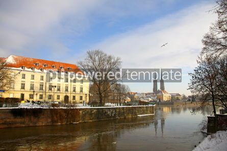 Architecture : View on the Oder river and Cathedral Island (Ostrow Tumski) in W #03507