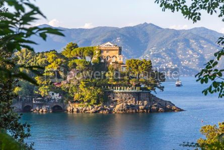 Architecture : Beautiful view of the Bay of Paraggi in Santa Margherita Ligure #03792