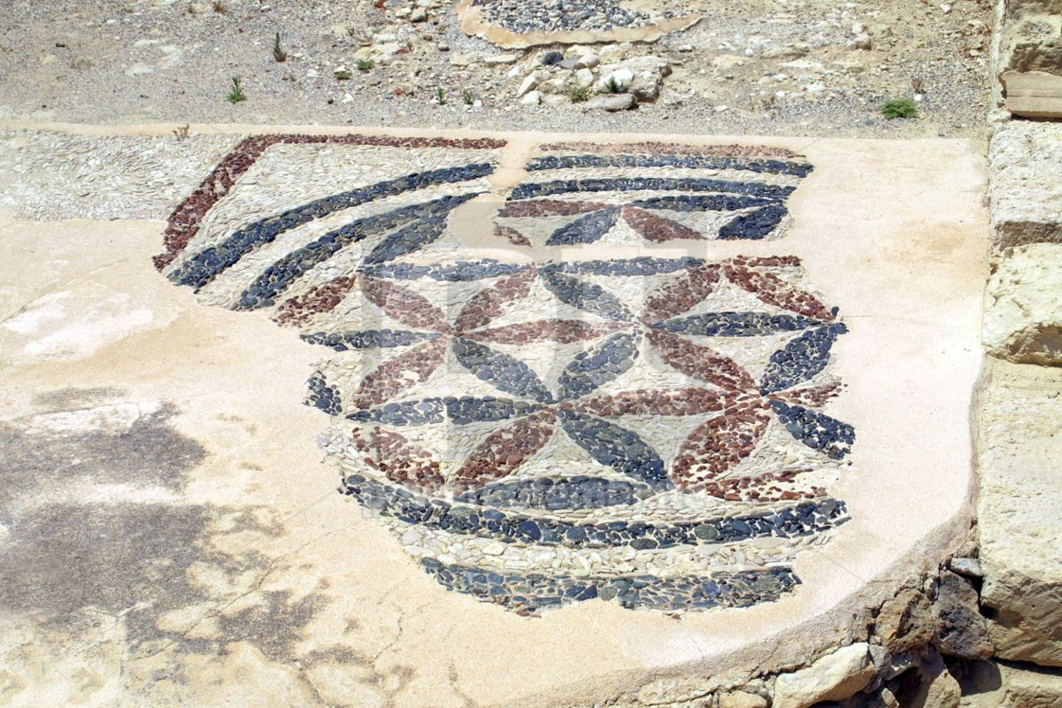 The close-up fragment of ancient mosaic in Kourion Cyprus, 04484, Architecture  — PoweredTemplate.com