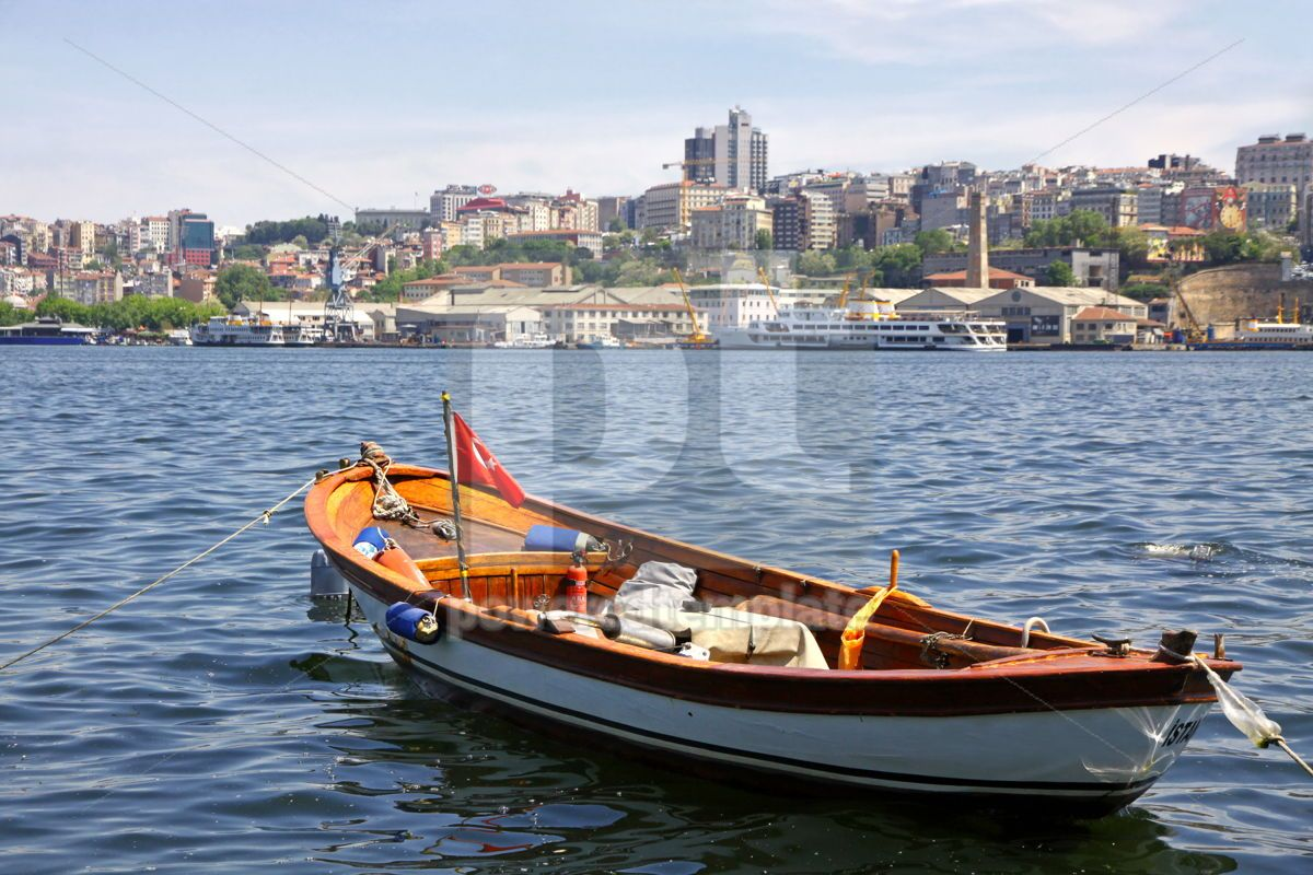 Fishing boat on the Golden Horn Gulf with Istanbul downtown Tur, 04744, Transportation — PoweredTemplate.com