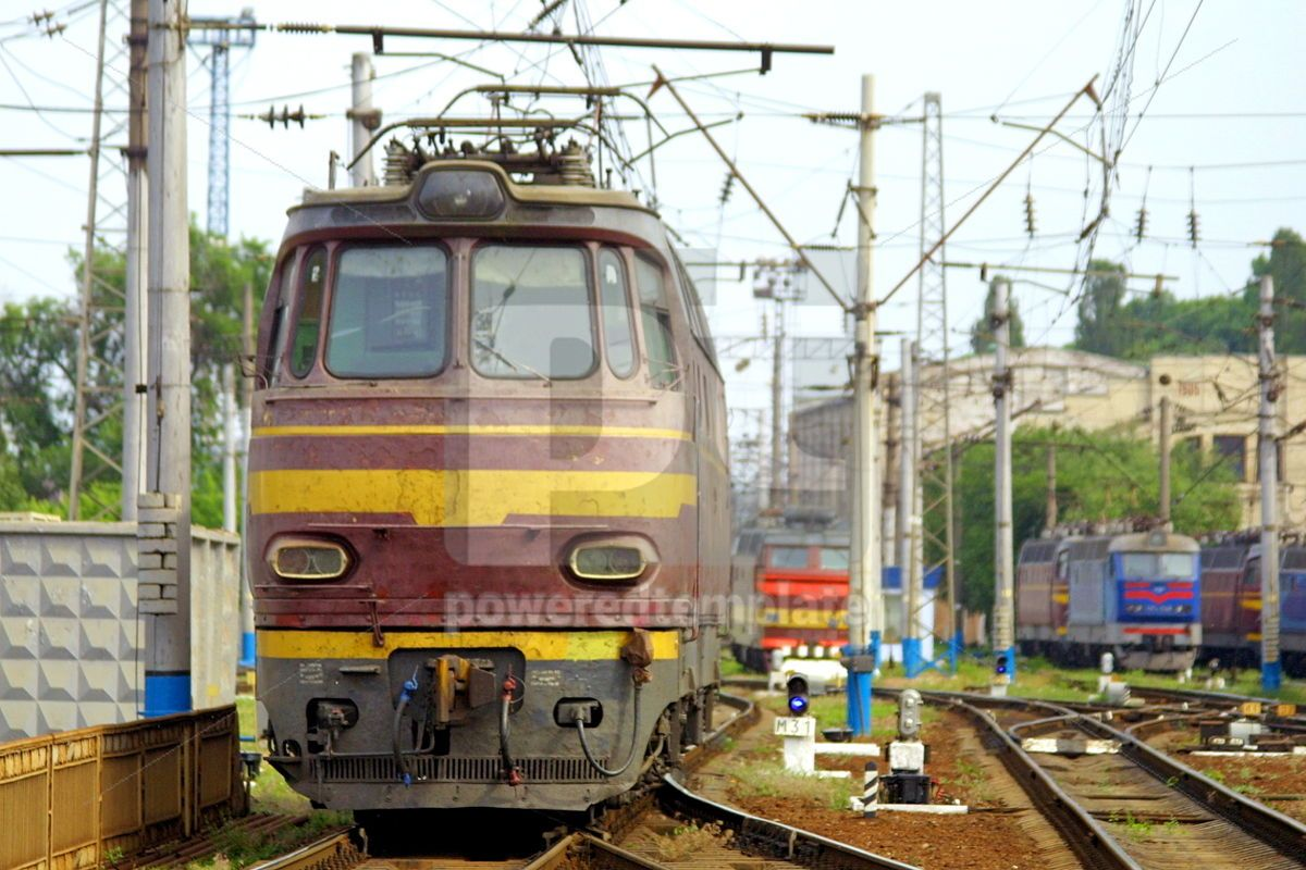 Train in station depot, 05040, Transportation — PoweredTemplate.com