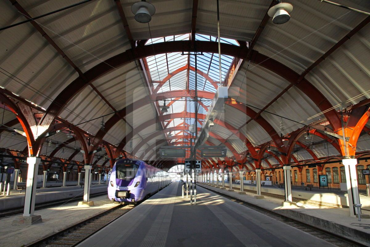 Central railway station in Malmo Sweden, 05056, Transportation — PoweredTemplate.com