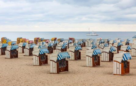 Architecture : Hooded beach chairs (strandkorb) at Baltic seacoast in Travemund #05207