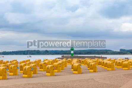 Architecture : Hooded beach chairs (strandkorb) at Baltic seacoast in Travemund #05209