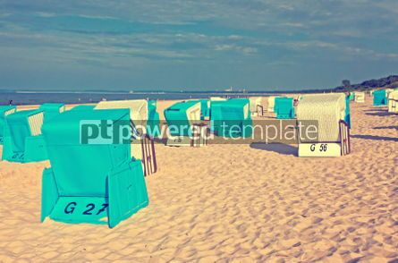 Architecture : Hooded beach chairs (strandkorb) at the Baltic seacoast #05210