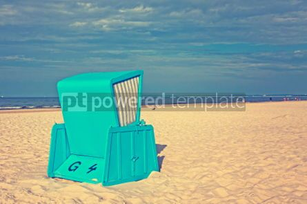 Architecture : Hooded beach chairs (strandkorb) at the Baltic seacoast #05211