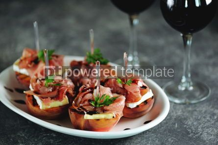 Food & Drink: Grilled peaches with soft brie cheese Parma ham and balsamic cream. #05287
