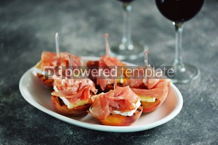 Food & Drink: Grilled peaches with soft brie cheese Parma ham and balsamic cream. #05288