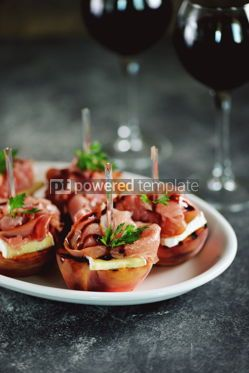 Food & Drink: Grilled peaches with soft brie cheese Parma ham and balsamic cream. #05289
