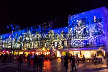 Architecture : Festive Christmas decorations on facades of buildings in Como I #05564