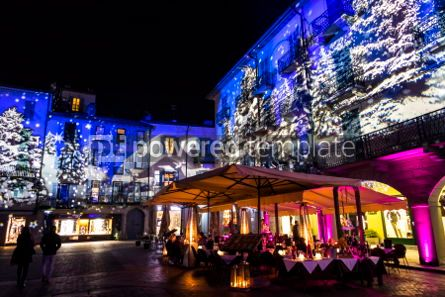Architecture : Festive Christmas decorations on facades of buildings in Como I #05570