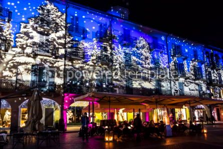 Architecture : Festive Christmas decorations on facades of buildings in Como I #05571
