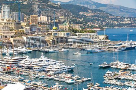 Architecture : Luxury yachts and apartments in harbor of Monte Carlo Monaco #05681