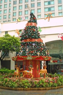 Holidays: Decorated new year tree in Singapore downtown #07121