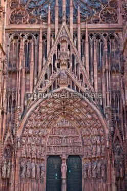 Architecture : Details of stone figures on the facade of Strasbourg Cathedral #07360