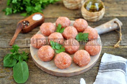 Food & Drink: Raw meatballs on a wooden board #07633