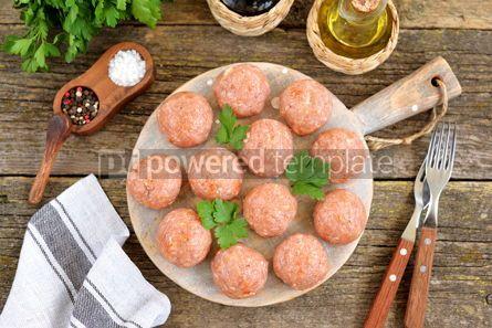 Food & Drink: Raw meatballs on a wooden board #07634