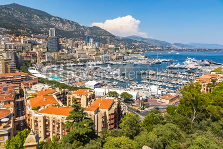 Architecture : Luxury yachts and apartments in harbor of Monte Carlo Monaco #07842