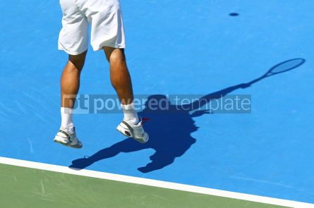 Sports : Tennis player serves the ball #12416