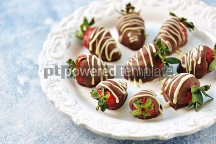 Food & Drink: Delicious fresh strawberries in milk and white chocolate #14115