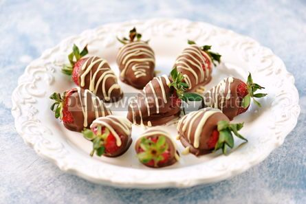 Food & Drink: Delicious fresh strawberries in milk and white chocolate #14117