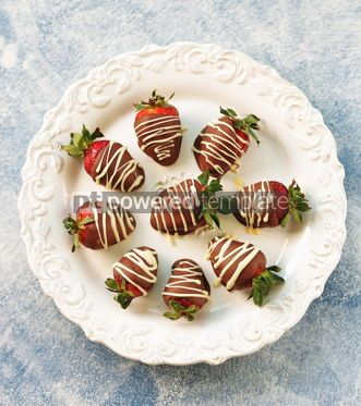 Food & Drink: Delicious fresh strawberries in milk and white chocolate #14119