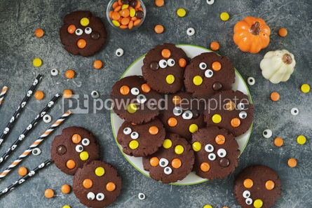 Food & Drink: Homemade Chocolate Chip Cookies whith spooky candy eyes for Halloween Party #14178
