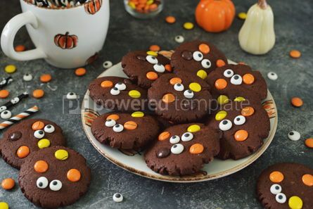 Food & Drink: Homemade Chocolate Chip Cookies whith spooky candy eyes for Halloween Party #14179