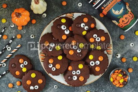 Food & Drink: Homemade Chocolate Chip Cookies whith spooky candy eyes for Halloween Party #14180
