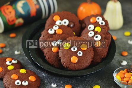 Food & Drink: Homemade Chocolate Chip Cookies whith spooky candy eyes for Halloween Party #14181