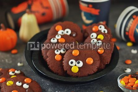 Food & Drink: Homemade Chocolate Chip Cookies whith spooky candy eyes for Halloween Party #14183