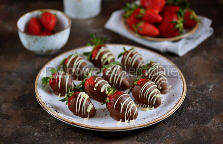 Food & Drink: Delicious fresh strawberries in milk and white chocolate #14846