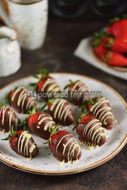 Food & Drink: Delicious fresh strawberries in milk and white chocolate #15140