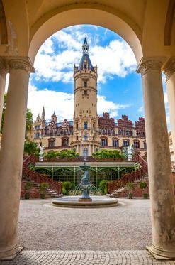 Architecture : Schwerin Castle Schweriner Schloss in Schwerin Germany #15346