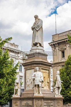 Architecture : Monument to Leonardo Da Vinci in Milan Italy #15694