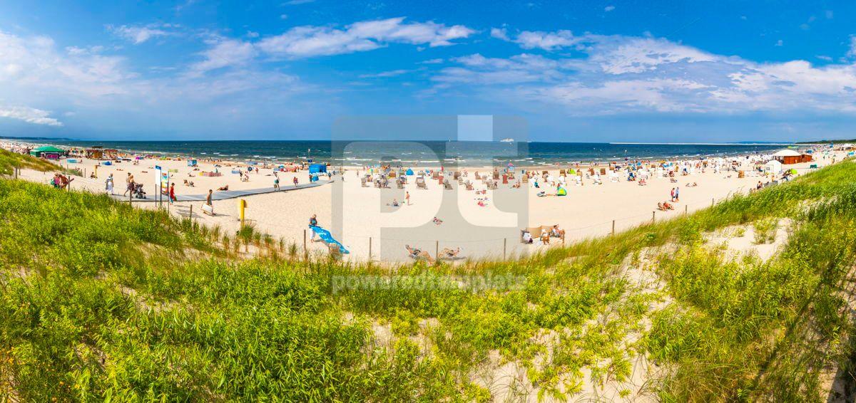 Crowded Baltic sea beach in Swinoujscie Poland, 15862, Nature — PoweredTemplate.com