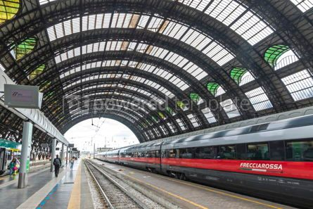 Transportation: Milan Central Railway Station Milano Centrale Italy #15871