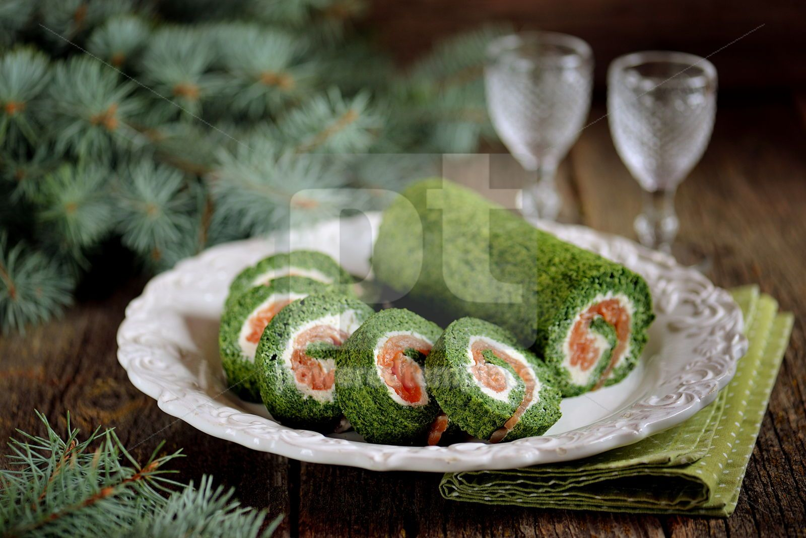 Spinach roll with smoked salmon and cream cheese, 16408, Food & Drink — PoweredTemplate.com