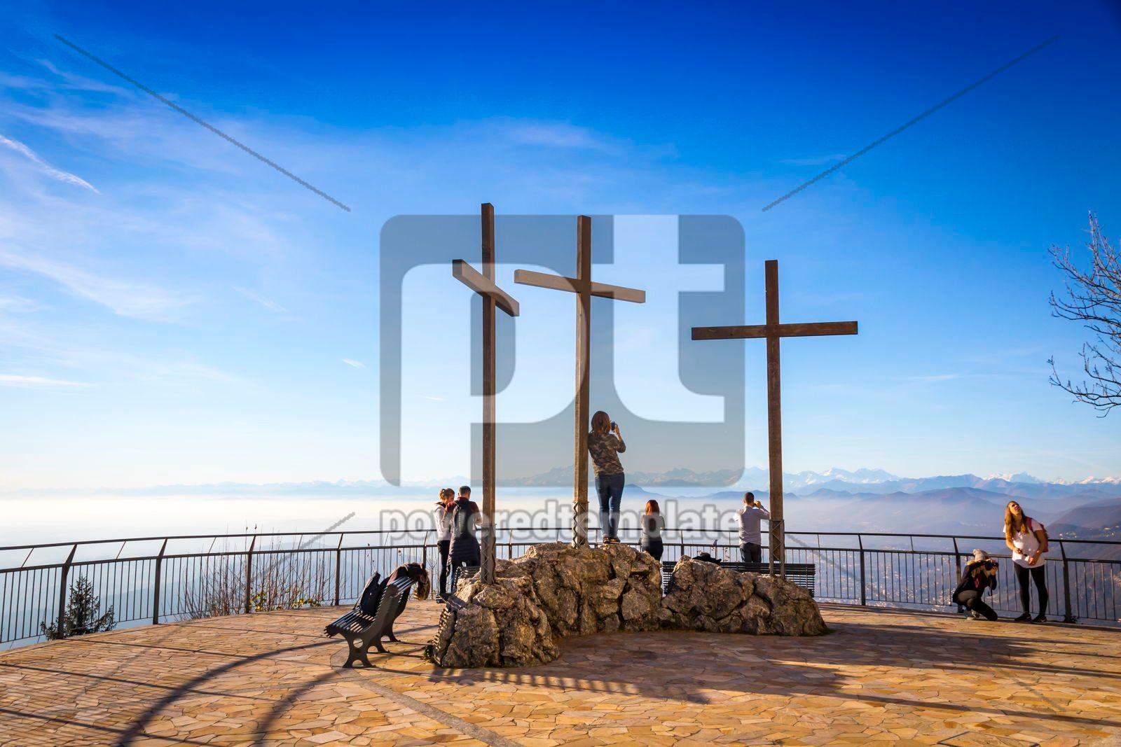 Viewpoint near Volta's Lighthouse in Brunate village Como Ital, 16471, Nature — PoweredTemplate.com