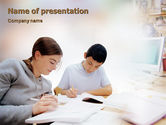Education & Training: Modèle PowerPoint de devoirs #01848