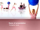 Sports: Modèle PowerPoint de club de fitness féminin #03425