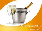 Food & Beverage: 香槟在一个银桶PowerPoint模板 #09055