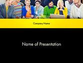 People: Team Bespreekt Trends In De Markt PowerPoint Template #13800