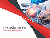 3D: 使用笔记本电脑连接社交网络的女人PowerPoint模板 #14957