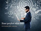 Business Concepts: Mann an der tafel mit geschäftsikonen PowerPoint Vorlage #15159