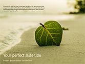 Nature & Environment: Templat PowerPoint Daun Di Pasir Di Pantai #15672